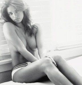 UK Esquire - Andriana Lima - ροζ τηλεφωνα